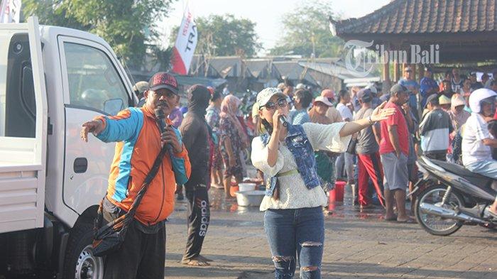 Meriahnya Grebeg Pasar Bersama Isuzu Traga di Pasar Ikan Kedonganan