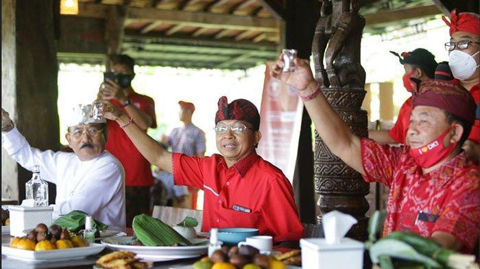 Permintaan Meningkat, Gubernur Koster Dorong Petani Arak di Karangasem Tingkatkan Produksinya
