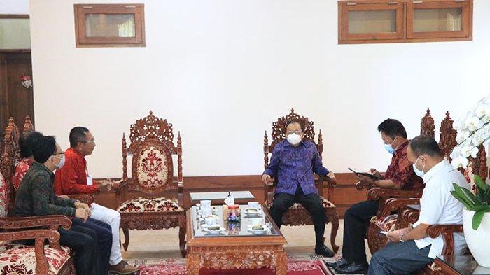Gubernur Koster Bakal Fasilitasi Pekerja Migran Asal Bali untuk Vaksinasi Covid-19