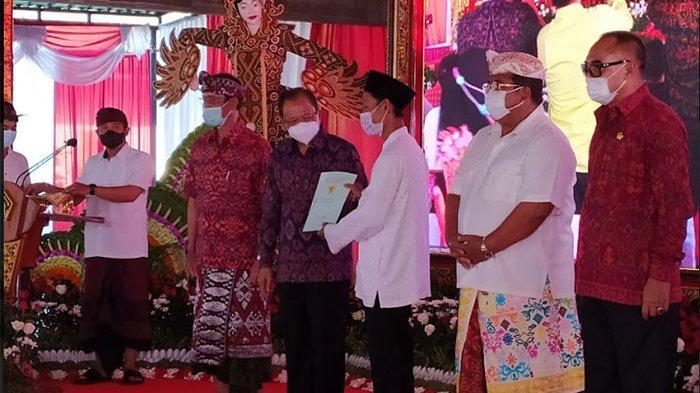 Pemerintah Kembali Serahkan 813 SHM kepada Warga Desa Sumberklampok Buleleng, Jokowi: Jangan Dijual