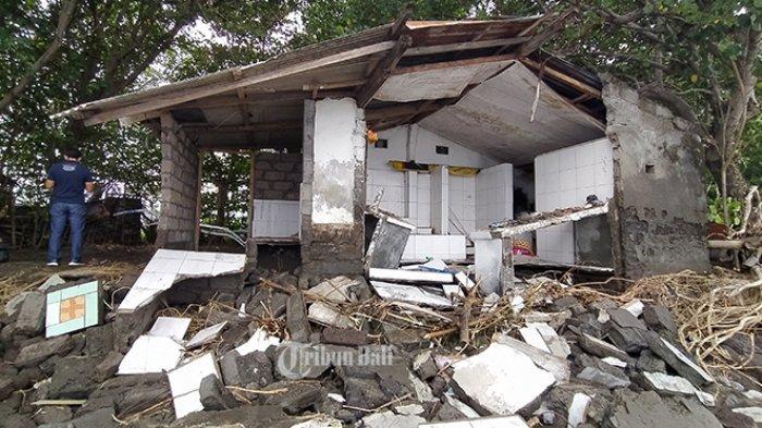 Gelombang Tinggi Terjang Pesisir Seririt Singaraja, Gudang Nelayan Roboh, Nelayan Takut Melaut
