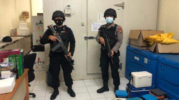 Gudang Penyimpanan Vaksin Covid-19 Dijaga Ketat Aparat Bersenjata Polda Bali
