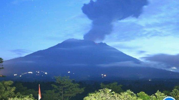 BREAKING NEWS! Gunung Agung Meletus Pagi Ini, Kolom Abu 1000 Meter Teramati dari Atas Puncak