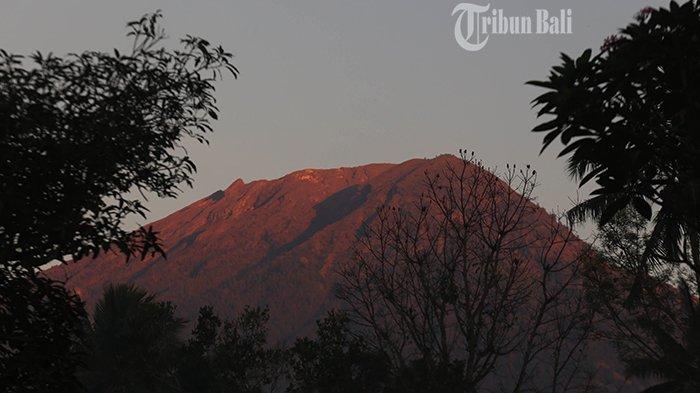 Pemandu Dorong Jalur Pendakian Gunung Agung Dibuka