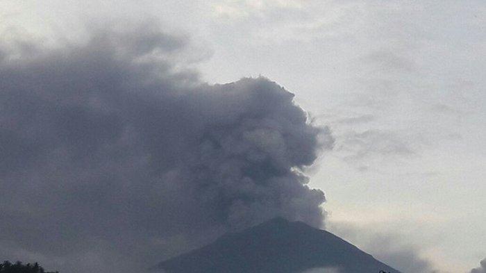 BREAKING NEWS! Gunung Agung Kembali Alami Letusan Freatik Kedua Sore Ini