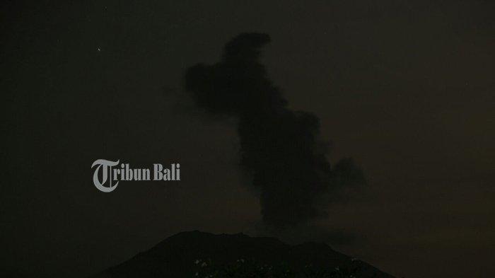 Deretan Fakta Gunung Agung Sebelum Semburkan Asap Setinggi 2.000 Meter Malam Ini