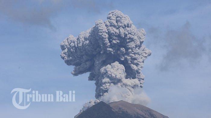 Jeda 1,5 Jam dari Letusan Sebelumnya, Gunung Agung Erupsi Lagi Kolom Abu Capai 1000 meter