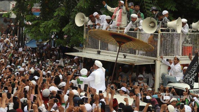 Tiba di Indonesia Sudah dalam Kerumunan, Habib Rizieq Akan Disanksi? Ini Kata Kasatpol PP DKI