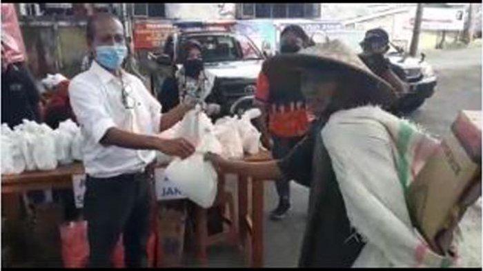 Tokoh Olahraga Zainal Tayeb Berbagi 3.000 Masker & 2.000 Bungkus Nasi Padang Gratis di Legian Kuta