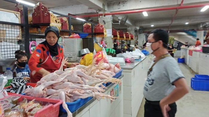 Jelang Lebaran 2020, Harga Daging Ayam di Pasar Badung Merangkak Naik Jadi Rp 42.000/Kg