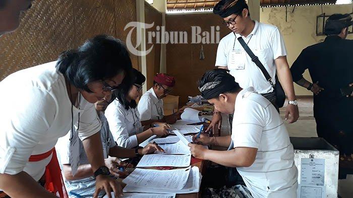 Mantra-Kerta Kalah Penghitungan Suara di TPS Tempat Jaya Negara Nyoblos