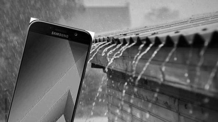Risiko Main Ponsel Saat Hujan Bisa Tersambar Petir? Ini Penjelasan dan Tips-nya