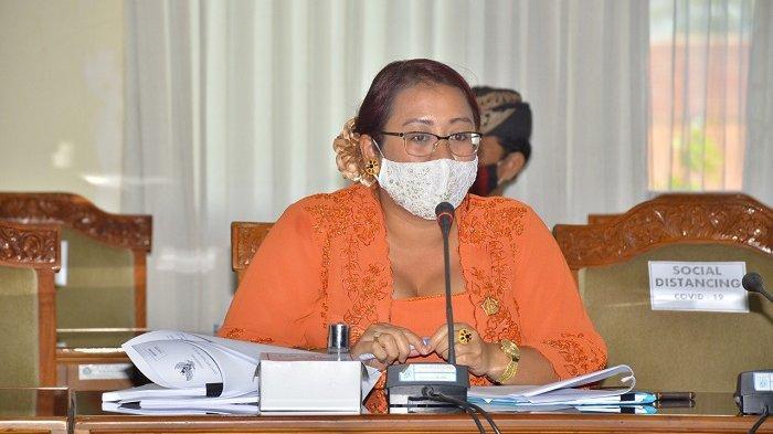 Ketua Komisi III Dewan Perwakilan Rakyat Daerah (DPRD) Provinsi Bali, I Gusti Ayu Diah Werdhi Srikandi Wedasteraputri Suyasa mengikuti paripurna internal DPRD Bali, Senin, 20 Juli 2020.