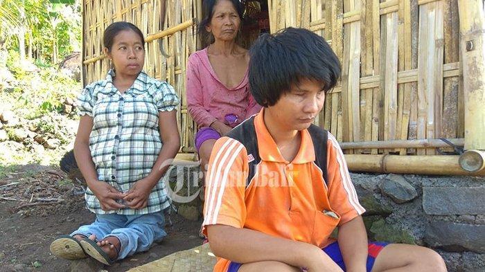 Hidup dari Hasil Membuat Canang, Pasutri Disabilitas di Seraya Timur Serba Kekurangan