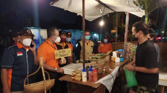 Kalak BPBD Denpasar dan Jajaran Borong Dagangan UMKM, Dibagikan ke Satgas dan Anggota Damkar
