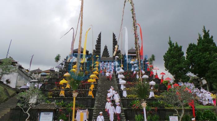 Sejarah Keturunan Ida Bhatara Pasupati Saat Masuk Bali Dalam Cakepan Bebancahan Babad Dalem