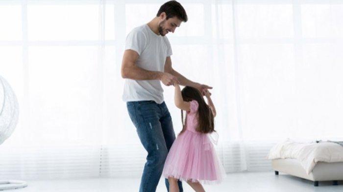 Bukan Hanya Kehadiran, Ini yang Dibutuhkan Anak Perempuan dari Ayahnya