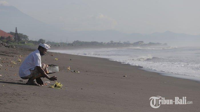 PERHATIAN: Pantai di Denpasar Masih Tutup, Banyupinaruh Cukup Ngayat dari Rumah Masing-masing