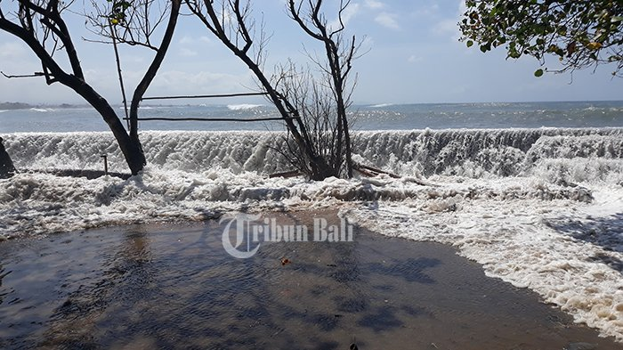 BMKG Keluarkan Peringatan Dini, Waspadai Gelombang Tinggi di Perairan Bali