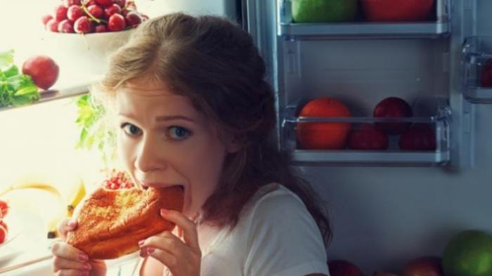 Sebaiknya Hindari Makan Tengah Malam, Ini 6 Dampak Buruknya Bagi Kesehatan