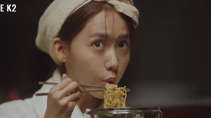 Ilustrasi makan mie - YoonA 'SNSD' drama The K2 (tvN)
