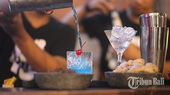 Ilustrasi minuman beraklohol - arak Bali.