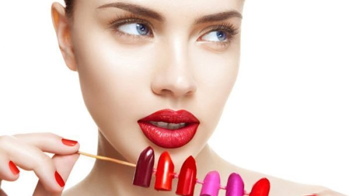 Lipstik Bold Bakal Jadi Tren pada 2021, Bagaimana Tips agar Tak Terlihat Menor?