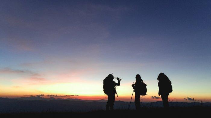 Sejak Status Gunung Agung Diturunkan, Jumlah Pendaki Alami Peningkatan, Didominasi Wisdom