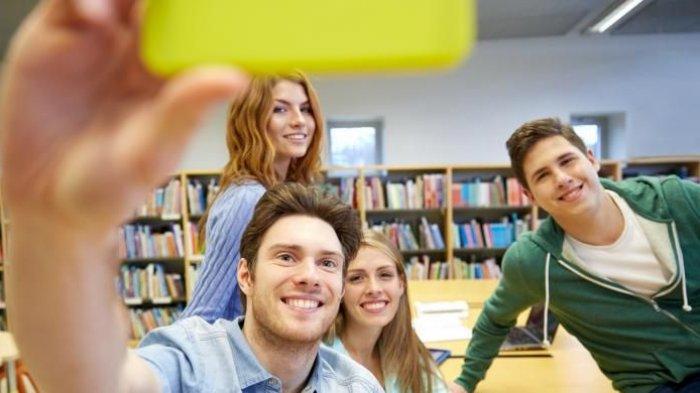 Foto dan Unggah ke Medsos Dapat Tingkatkan Kebahagiaan, Berikut Tips Ambil Foto Gunakan Smartphone