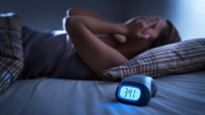 Hindari 9 Makanan & Minuman Ini yang Bisa Membuat Susah Tidur di Malam Hari