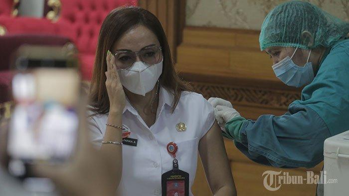 Vaksinasi Covid-19 untuk Pelayan Publik di Denpasar Mencapai 199,09 Persen