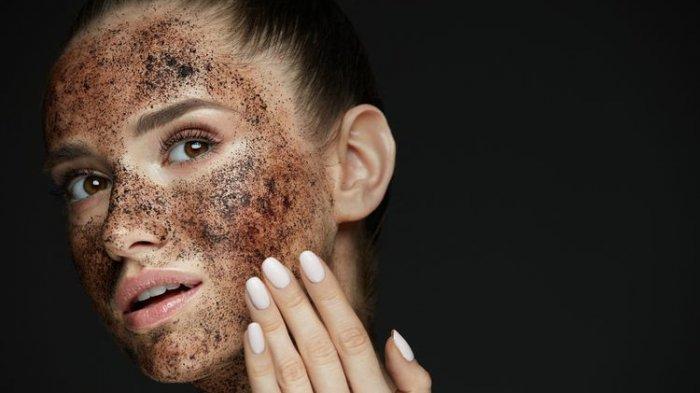 Ilustrasi wanita memakai masker kopi.
