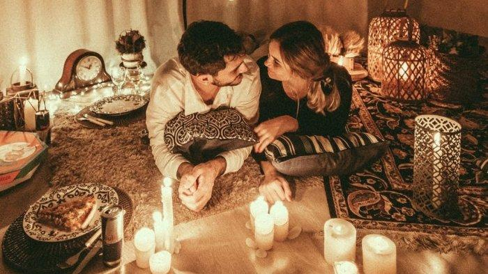 Ramalan Zodiak Cinta Besok 23 November 2020: Aries Pantas Bahagia, Leo Bersenang-senang