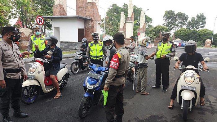 Hari Keenam PPKM Darurat, Polisi Lakukan Penyekatan di Terminal Negara dan Pantau Pasar Tradisional