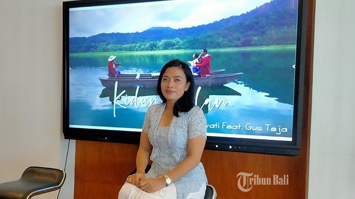 Istri Wakapolda Bali Putu Candrawati Rilis Single 'Kidung Alam', Kolaborasi dengan Gus Teja