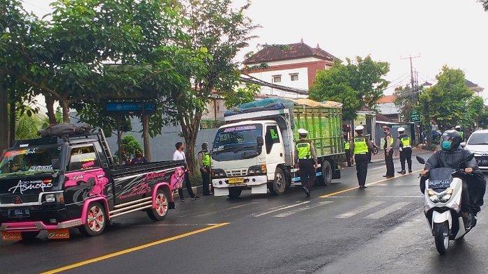 Antisipasi Penyebaran Covid-19, Polres Badung Perketat Pemeriksaan Kendaraan Menuju Luar Daerah