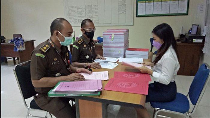 Lima Tersangka Kasus Bedah Rumah di Desa Tianyar Barat Dilimpahkan ke Pengadilan Tipikor Denpasar