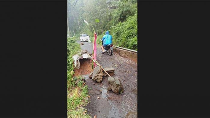 Diterjang Longsor Susulan, Jalan Raya Sawan-Galungan di Buleleng Rusak Parah