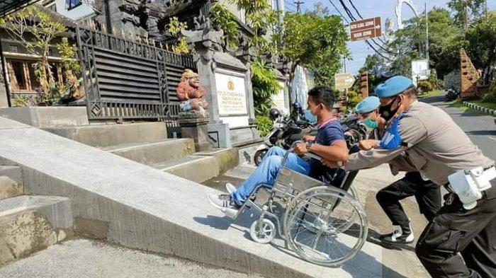 Disabilitas Kini Punya Jalur Khusus Saat Datang Ke Polsek Gianyar Bali