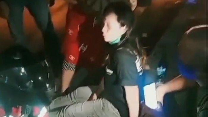 Perempuan Ini Diduga Menjadi Korban Jambret Saat Melintas di Jalan Hayam Wuruk Denpasar