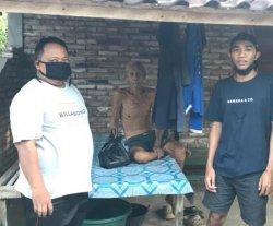 Satgas Desa Warnasari Bagi-bagi Jamu ke Lansia