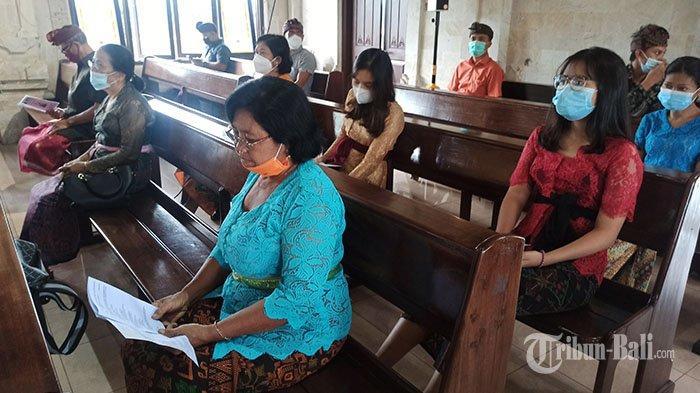 Jemaat di GKPB Mengwi Gunakan Pakaian Adat Bali Saat Misa Jumat Agung: Leluhur Kami Orang Bali Asli