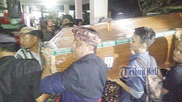 Tangis Haru Keluarga di Kamar Jenazah, Kepala SMAN 1 Denpasar yang Tampak Sehat Telah Tiada