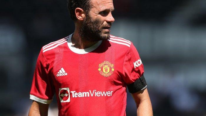 Gelandang senior Manchester United, Juan Mata, jadi kapten tim lawan Derby County.