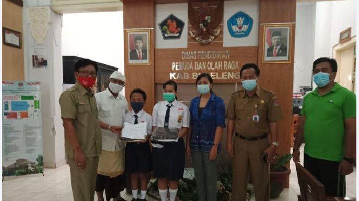 Ribuan Siswa SMP di Buleleng Diberi Bantuan Kain Seragam