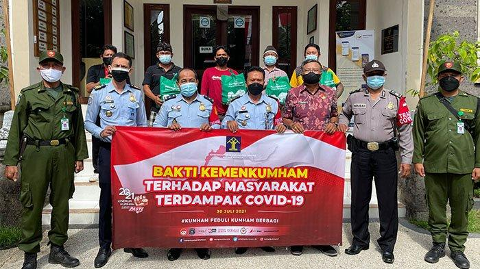 Kantor Imigrasi Denpasar Salurkan Sembako 'Kumham Peduli, Kumham Berbagi' di Sanur Kauh Denpasar