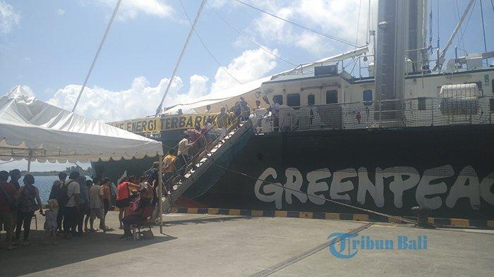 Kapal Rainbow Warrior yang Bersandar di Pelabuhan Benoa Dibuka Untuk Kunjungan Publik