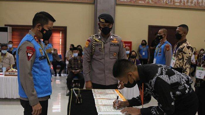 Saksikan Pengambilan Sumpah dalam Penerimaan Calon Anggota Polri T.A 2021, Ini Pesan Kapolda Bali
