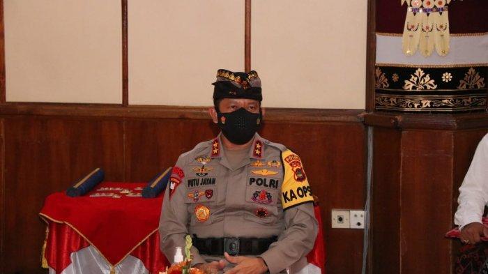 Pakai Udeng, Momen Kapolda Bali Saat Hadiri Pelantikan Kepala Daerah di Wiswa Sabha