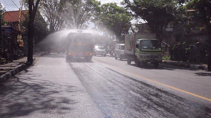 Kasus Covid-19 Meningkat, Polres Badung Kerahkan Mobil AWC untuk Semprot Disinfektan